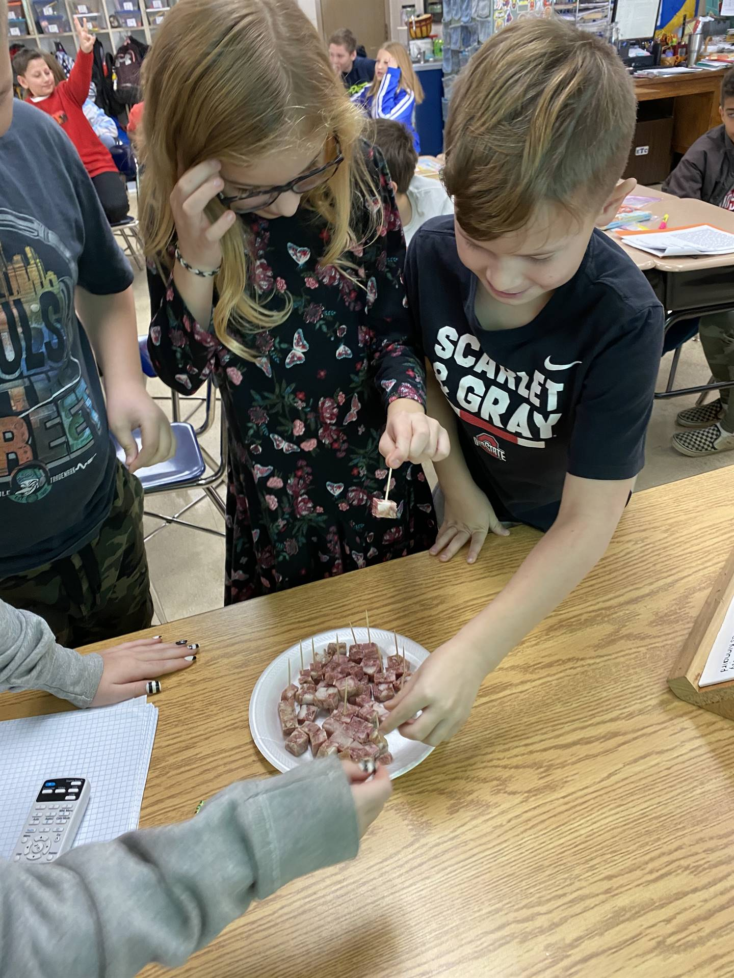 4th graders trying head cheese